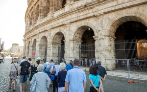 Skip the Line: Colosseum Small Group Tour with Roman Forum & Palatine